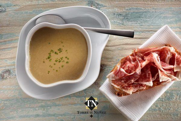 Sopa de setas con jamón Torre de Núñez